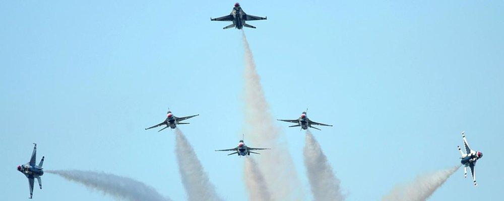 USAF Thunderbirds perform a delta burst.