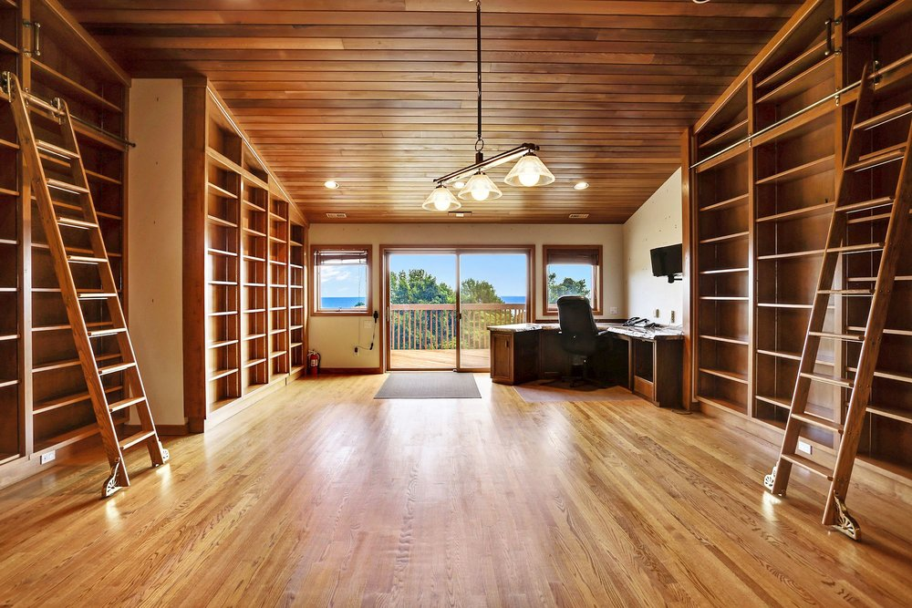 The library, with petrified-wood writing desk, overlooks the Bay. Photo: peregrinecliff.com