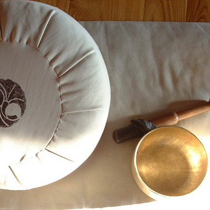 Smilingyogi meditation cushion, singing bowl.