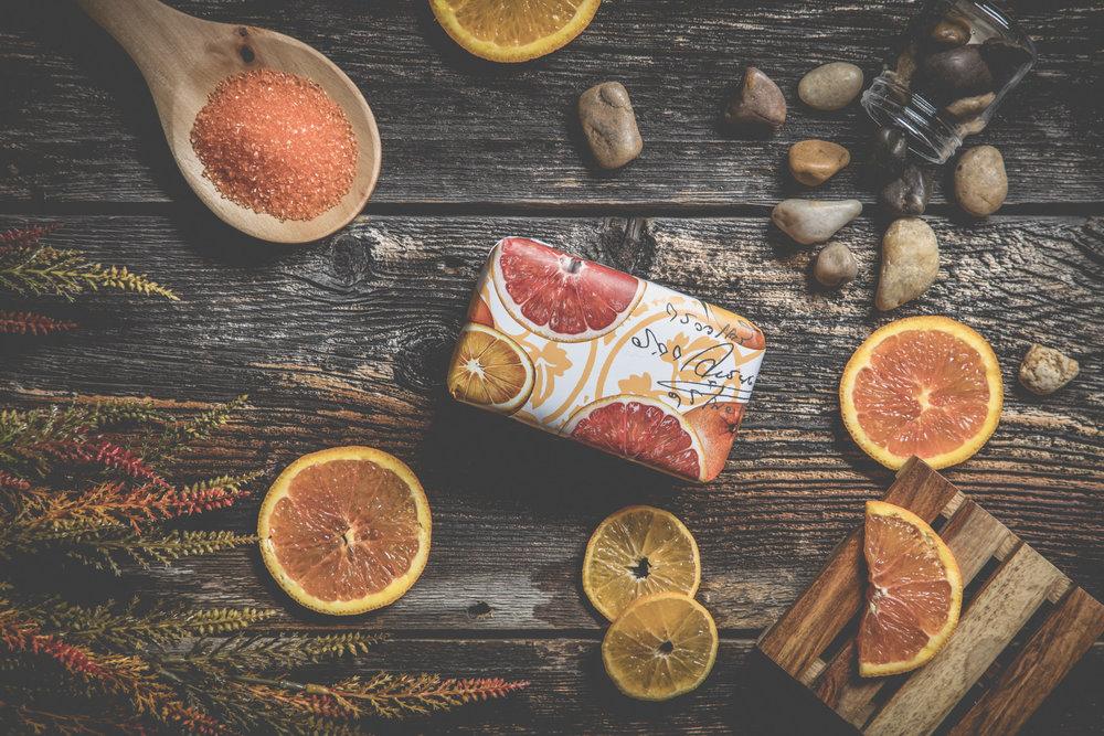 Sabrina Belzil photographe - Pixel Fabrique savon-orange-rouge-sel-de-bain-roche-bois-de-grange