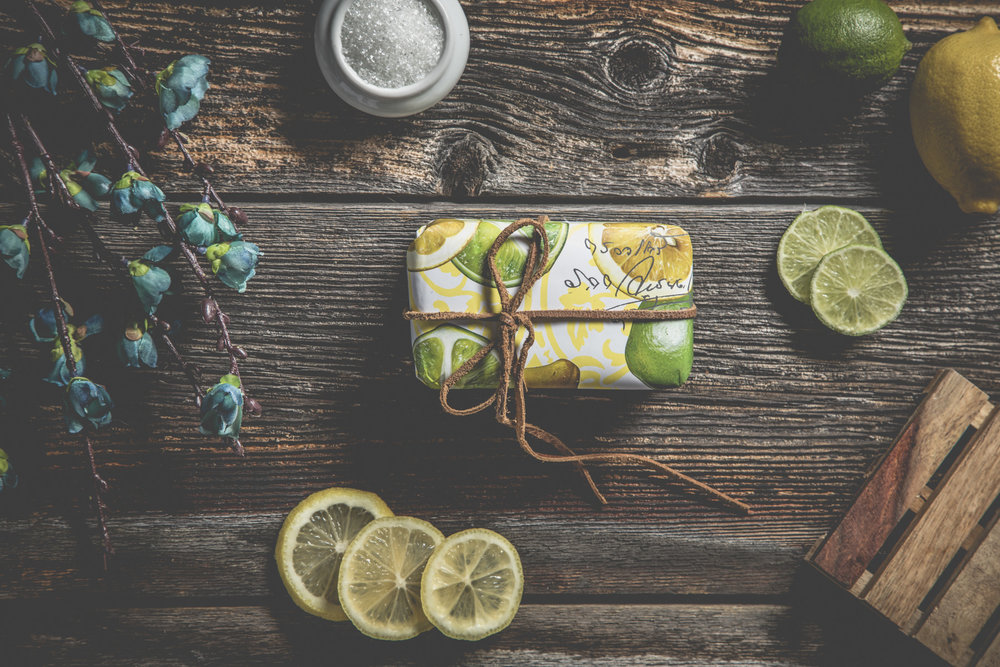 savon-lime-citron-jaune-vert-fleur-bleu