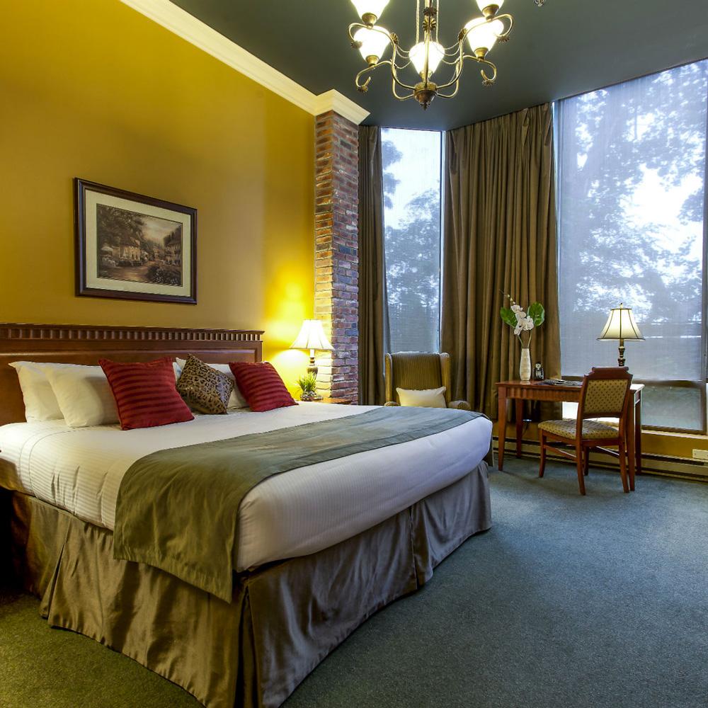 LE NOUVEL HOTEL - (1km - 11 min a pied)Adresse:1740 René-Lévesque Ouest, Montréal,H3H 1R3Tel: 1-800-363-6063