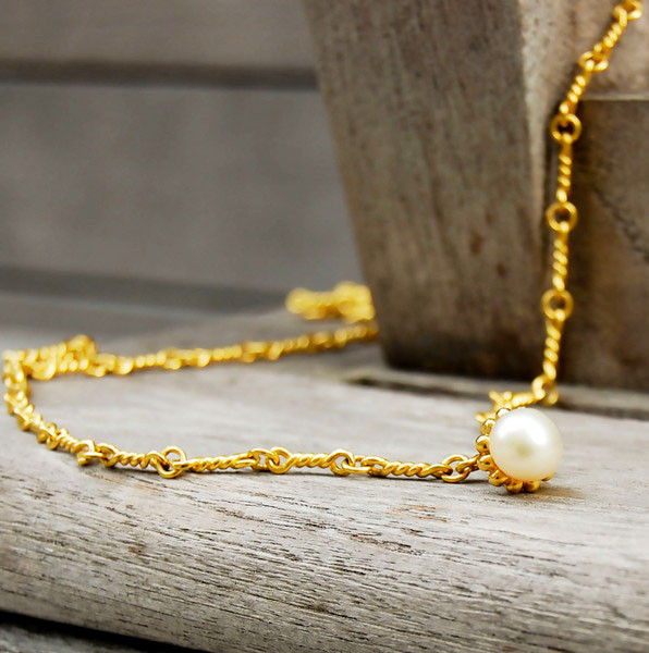 gold twisted necklace.jpg