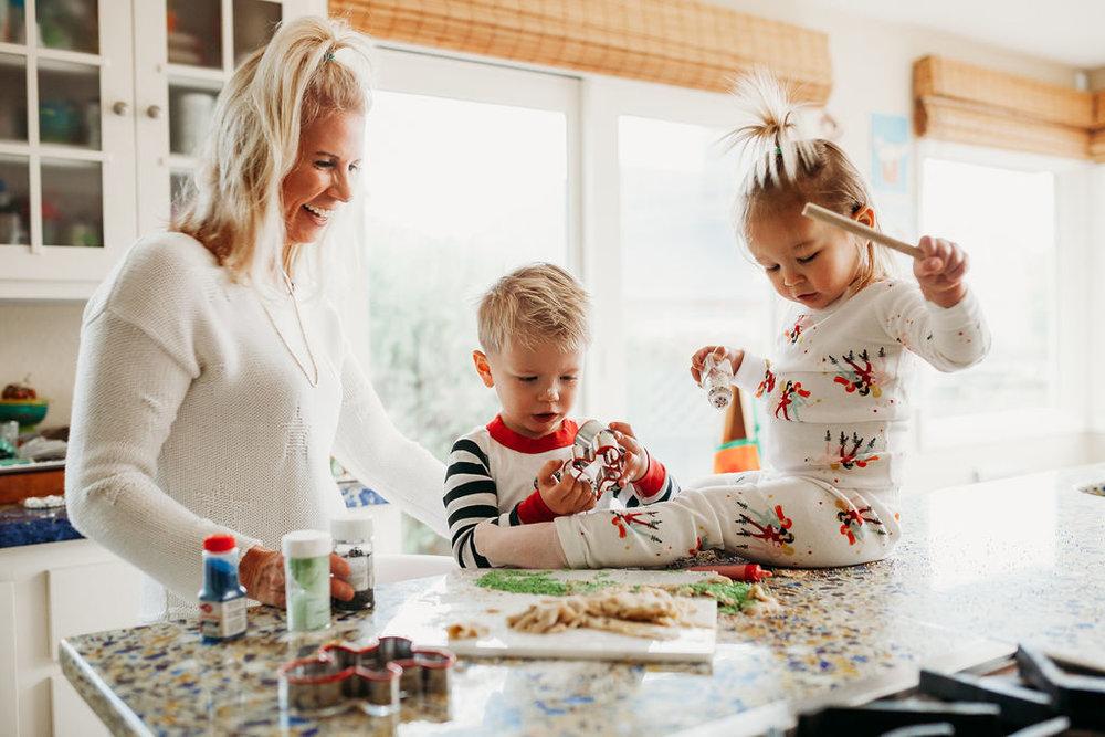 holiday activity christmas festive family time quality time christmas baking holiday shoot family photoshoot18.jpg