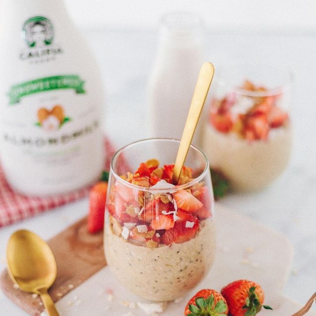 Start your week off strong 💪🏻 with @califiafarms dairy free probiotics! You can drink them on their own for a quick morning boost, or use them to make smoothie bowls and overnight oats🥣 (for those days where you have it a bit more together). ⠀ Let us know if you've tried a Califia Farms product, and what your favorite flavor is! 💋