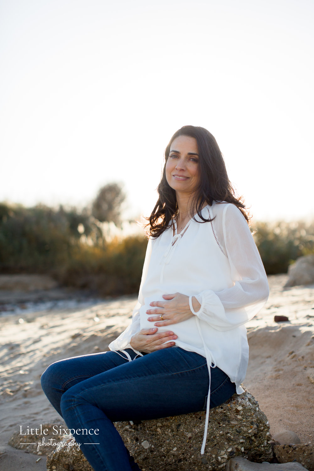 Little Sixpence Photography - Relaxed Maternity Photography.jpg