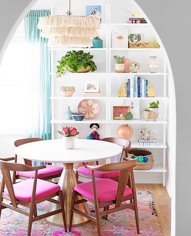 No more sad dinners if you have a dining room like this 🌸 this gorgeous Friday inspiration brought to you by talented @studiodiy 💖 rainbow 🌈 alert: her account is color-addictive 😊 ⠀ .⠀ .⠀ .⠀ .⠀ .⠀ #sofiasakare #interiorstylist #edesign #onlineinteriordesign #virtualinteriordesign #homestyling #nordicstyle #nordicinterior #midmod #moderninterior #homedecor #instadesign #interiordecorator #moderndecor #interiordesigninspiration #designlovers #designdiaries #designinspo #interiorstyle #interiorlovers #interiorforyou #deco #homedesign #interiorinspo #interiorstyling #homebeautiful #interiorlove