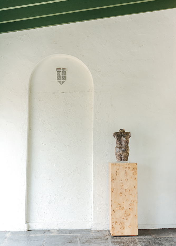 ave-home-chloe-burl-pedestal