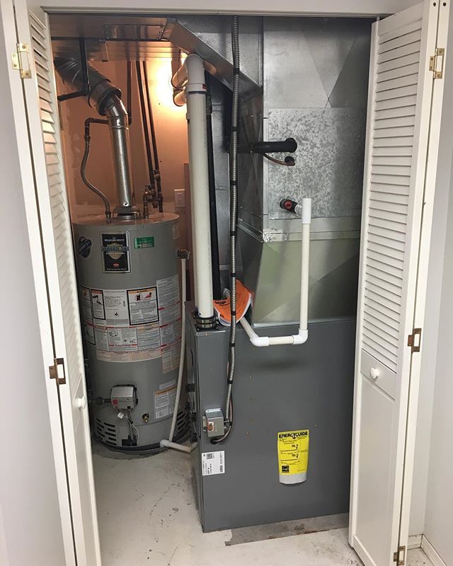 Out with the old and in with the new! Brand new furnace for a customer just down the road - just in time for winter! 🔥❄️ . . . #furnace #installation #hvac #inlandcontrol #keeprite #warm #winter #heating
