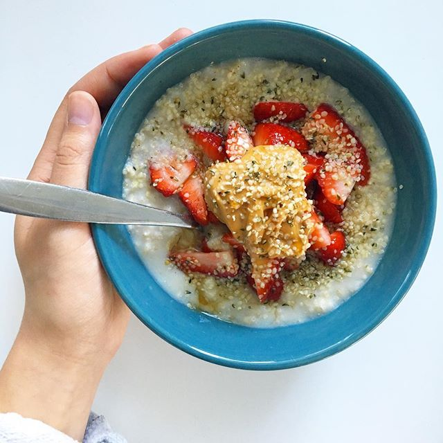 HUSTLE & HEART || Starting today with a warming bowl of pb & j oatmeal. Oats are super economical and easy to grab @bulkbarnfoods package-free! I cook 1/3 c. of rolled oats with 1 c. of water then top with sliced local Ontario 🍓, peanut butter, hemp seeds, and local maple syrup bought in bulk from the lovely @karmacooptoronto. Economical + nutritional 👊🏼 Ps. Still reading? Love the commitment! I know I've not been posting the last few months, because, well, life happens. I'll be writing a post soon on the blog to discuss zero waste and how it brings out the perfectionist in me (and not always in the best way!) but for now stay tuned as I've got lots of tips, tricks, and funny stories for all you Toronto Eco-Warriors! Thanks for the support! 💚 . . . . #trashlessintoronto #torontovegan #zerowaste #yayforearth #gogreen #whatveganseat #plasticfree #trashless #the6ix #instantimpact #garbage #packagefree #ecowarrior #eco #earth #plantbased #trash