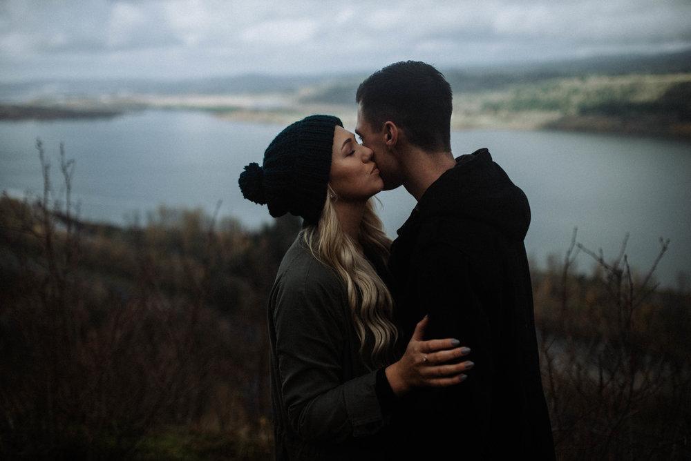 Columbia Gorge Engagement | Pacific Northwest Photographer Jessica Heron Images | Oregon Phtographer | Latourell Falls Engagement