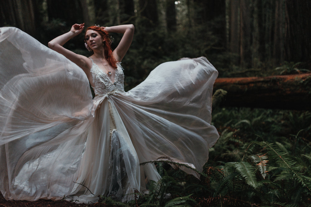 Intimiate Redwoods Elopement , Elopement Inspiration, Jessica Heron Images, Northern California Elopement, Oregon Elopement, Oregon Wedding, Elopement Ideas, diy dress, flower hair