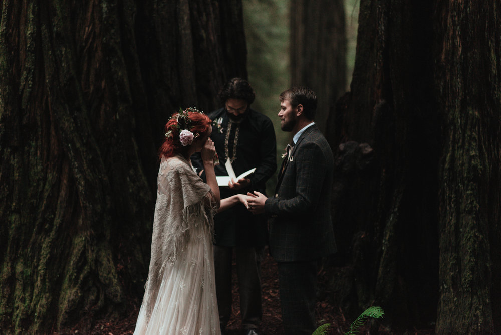 Intimiate Redwoods Elopement , Elopement Inspiration, Jessica Heron Images, Northern California Elopement, Oregon Elopement, Oregon Wedding, Elopement Ideas, Oregon Wedding, Redwoods Ceremony