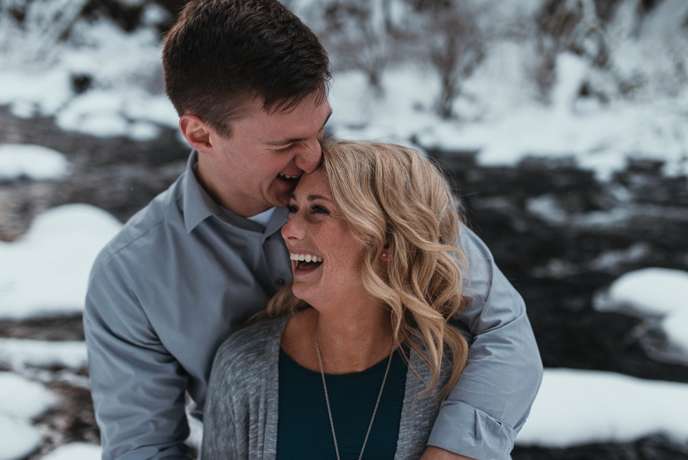 Snow Engagement Photos | Columbia River Gorge Engagment Session | Engagement Photo Ideas | Snow Engagement Session | Engagement Poses | Winter Engagement Session