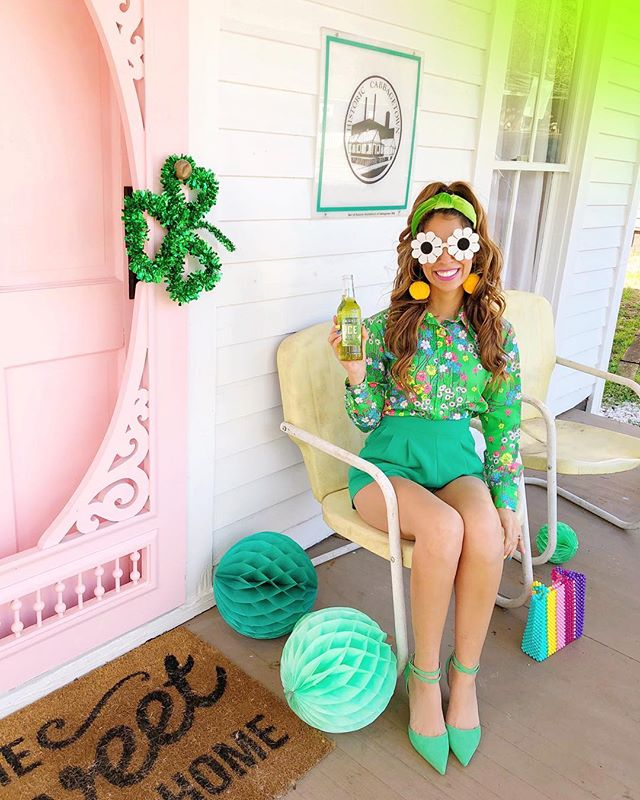 #ad It's almostttttt St. Patty's Day!! 🍀💚💫I'm having a porch partayyyy with all the green essentials, like some @SmirnoffUS Ice in green apple 🍏🥰 Who's coming over??! 🙋🏻‍♀️🎊 #SmirnoffPartner #FunofAKind