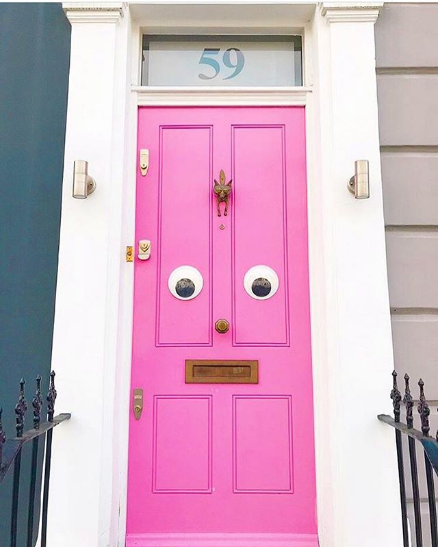 Can all doors be pink and have eyes like this one?! 👀💕💕💖 Loving this #happyhousedreams entrance find by @jessrose1702 🎊🏠