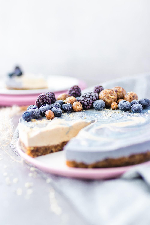 Vegan-sugar-free-cheesecake-cashews-gluten-free-healthy-coconut-oil-blueberries-walnuts-dates-matcha