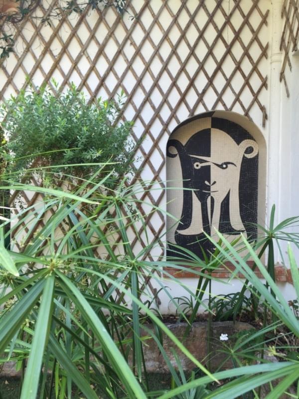 An exterior mosaic at Villa Santo Sospir.