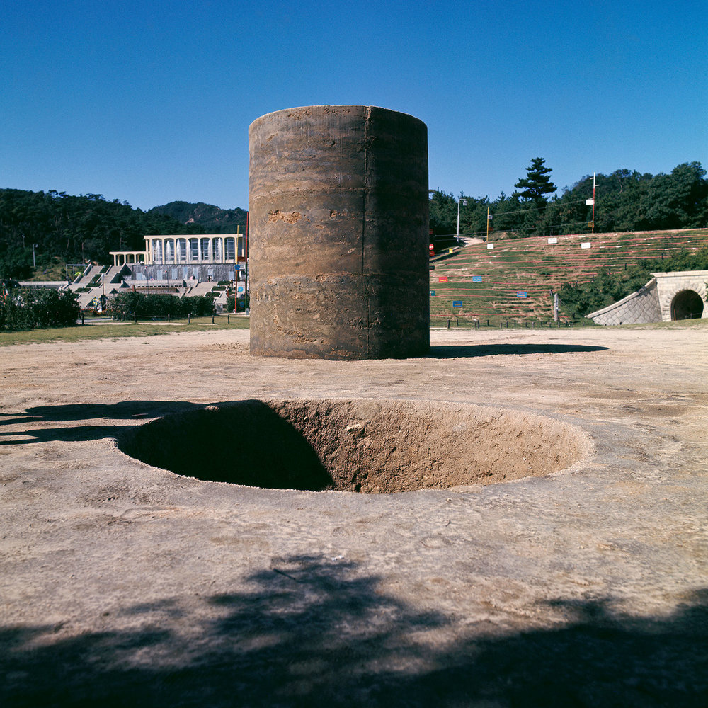 Nobuo Sekine, Phase—Mother Earth, 1968 (Earth, cement). Installation view,  1st Kobe Suma Rikyū Park Contemporary Sculpture Exhibition,  October 1 - November 10, 1968. Photo: Osamu Murai.