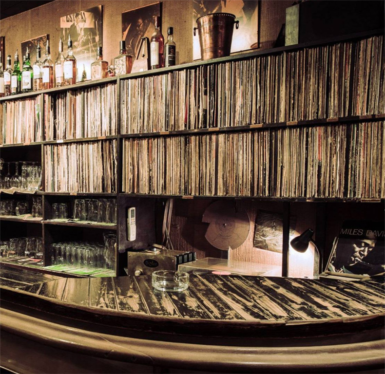 Metronom - 59, Weyerstraße, 50676 Cologne, GermanyFeaturing a collection of over a thousand records, this Jazz bar is a great way to wind down after a long day of walking and art seeing.