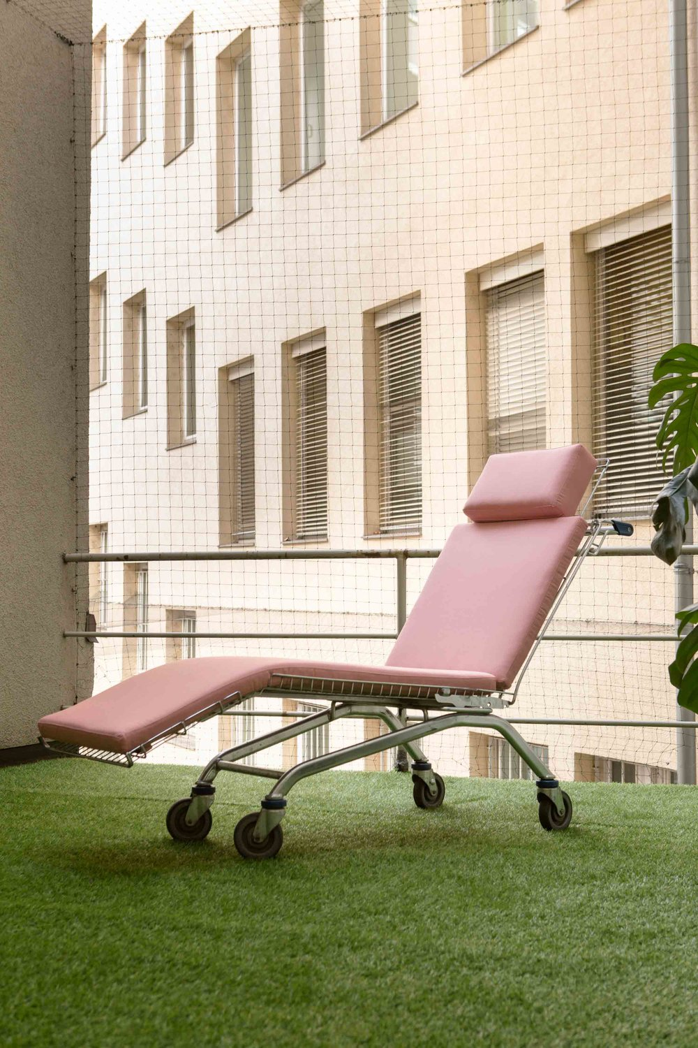 Mike Bouchet \ Sylva Lounger, 2018 (shopping cart, cushion)