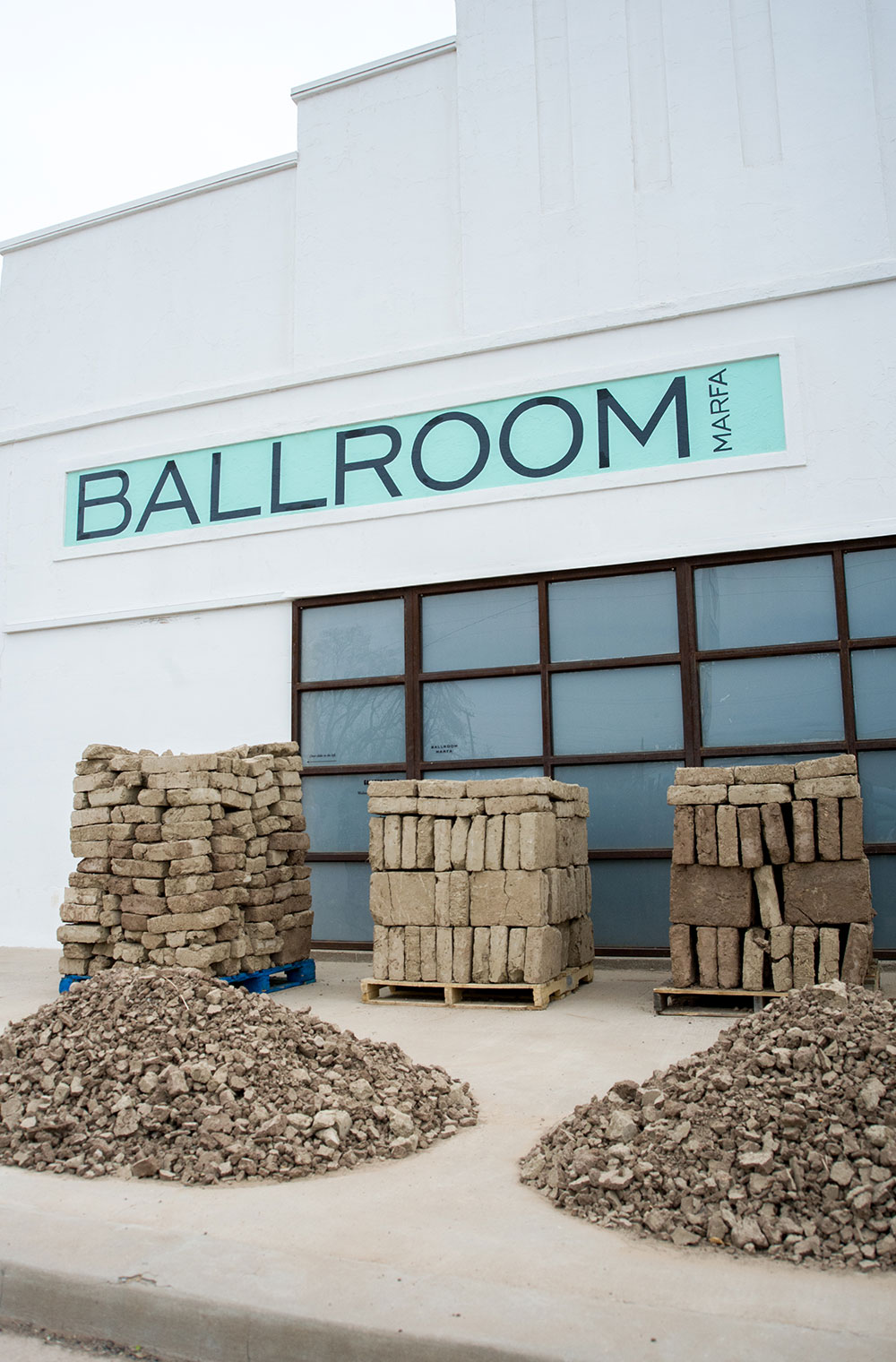 The  façade  of Ballroom Marfa © Emma Rogers for Collecteurs Magazine