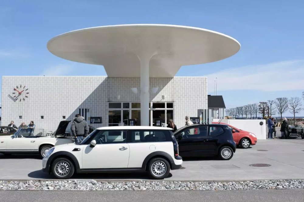 Arne Jacobsen's Paddehatten - Kystvejen 24, 2920 CharlottenlundThis simple and fully functioning gas station called Paddehatten (or Mushroom) is located just north of Copenhagen and is considered one of Jacobsen's finest functionalist masterpieces.