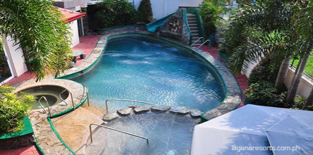 Pansol's soothing hot springs are perfect for this season. (Photo from www.lagunaresorts.com.ph)