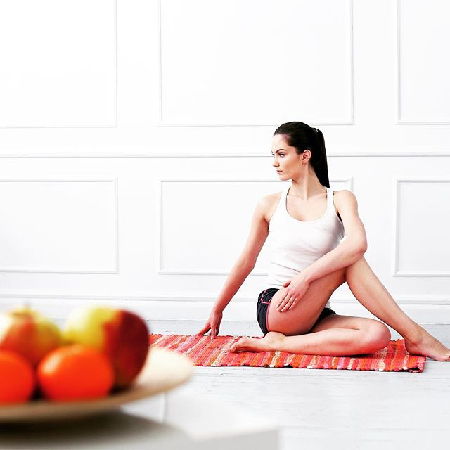 When I started practicing yoga 🤸🏼‍♀️at home, I felt relieved from the confines of a set schedule. I could focus more on the posture, and take the liberty to spend more time on each pose and move in my own pace. Setting up a yoga home 🏡practice is easy. Tab the link in the bio to learn more about the 5 easy steps to follow.