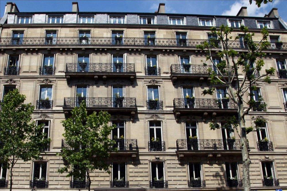 Estée Lauder | Paris   Crear una atmósfera femenina y sofisticada en un edificio clásico parisino, así como adaptarlo a la vida práctica y funcional, fueron los puntos primordiales en la renovación de la sede europea de Estée Lauder.