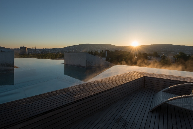 (2 Photos of Thermalbad & Spa Zürich. Adrien Barakat Photography)
