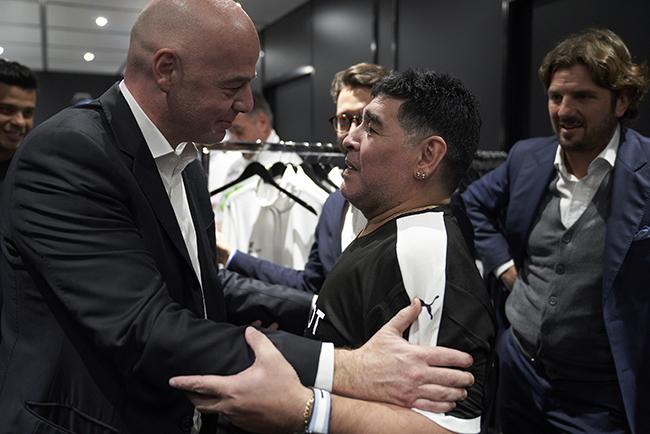 Gianni Infantino, Diego Maradona.jpg