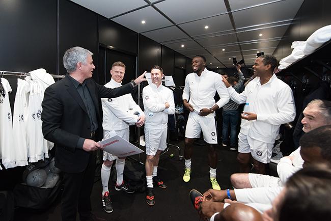 Jose Mourinho and his team (2).jpg