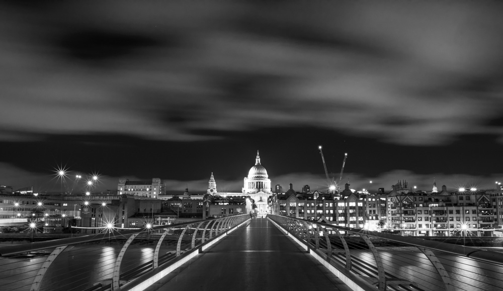 London Night Photography Course - Be taught how to take great night photography then be taught how to process your pictures in Lightroom and Photoshop.