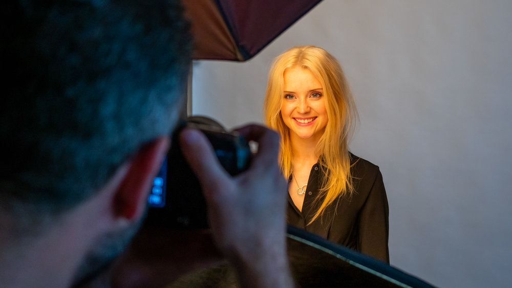 Guide to Studio Lighting - An online studio lighting course teaching you how to start a photographic studio and how to use lighting equipment for portraiture. Set up your own professional studio with limited space, equipment and budget.
