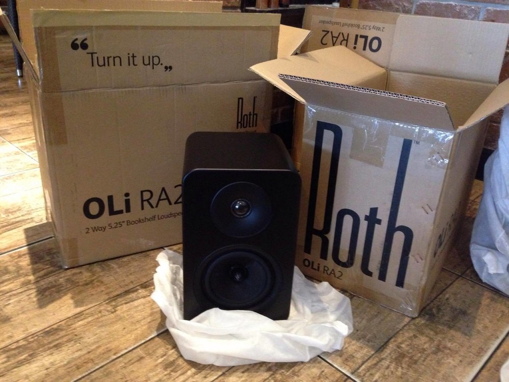 Roth Oli RA2 Bookshelf Speakers in Black.