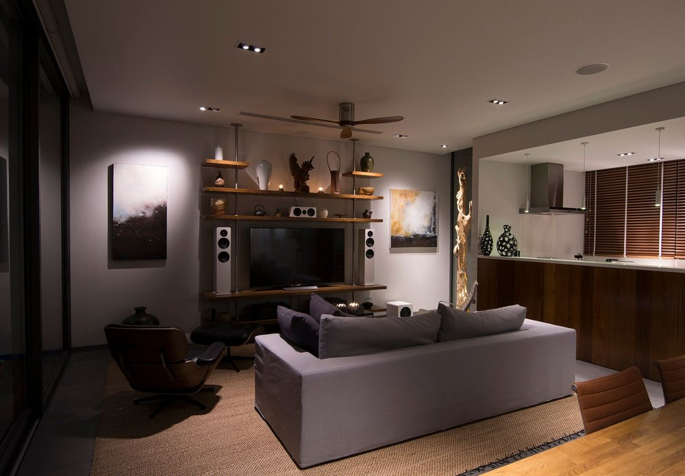 Roth speakers for front stage and in-ceiling speakers for rear and height (Dolby Atmos).