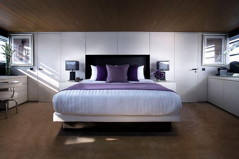 Ocean Emerald Yacht Master Bed