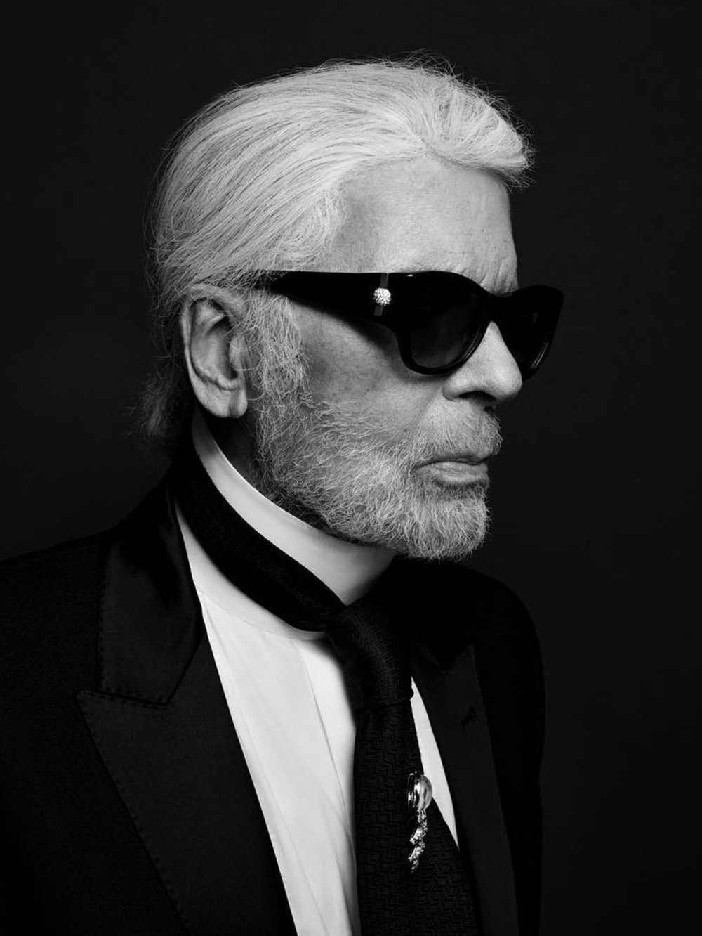 2.Tidlrs_Live_Luxury_The_Edit_Latest_News_Luxury_February_02--A-Luxury-Fashion-Legend-Leaves-Us-R.I.P-Karl_1.jpg