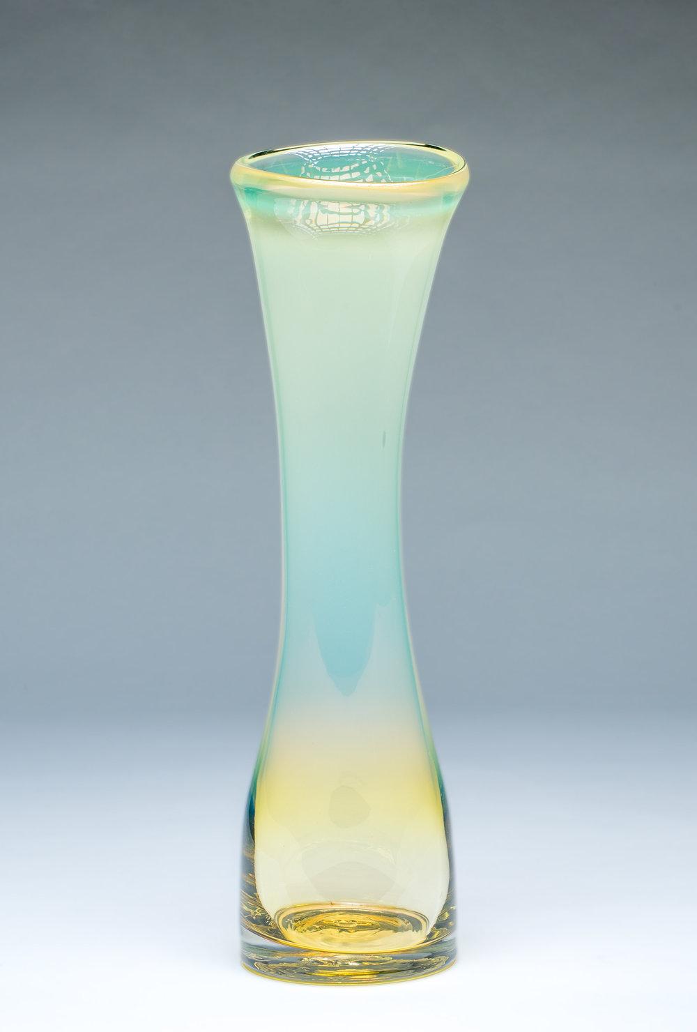 Large Simplicity Vase Iris Gold