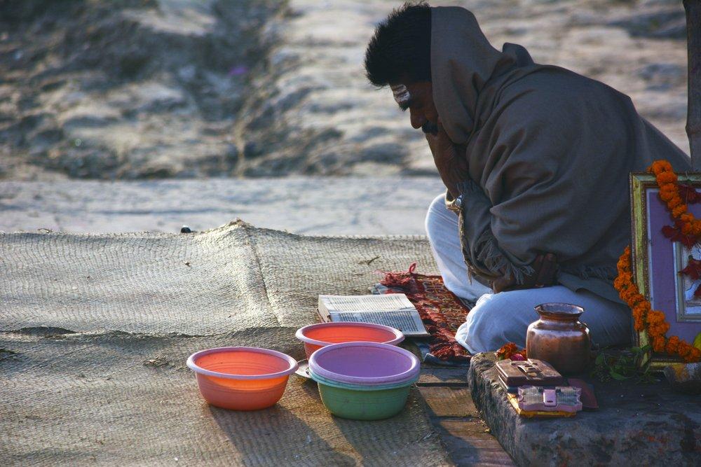 hindu man praying.jpg