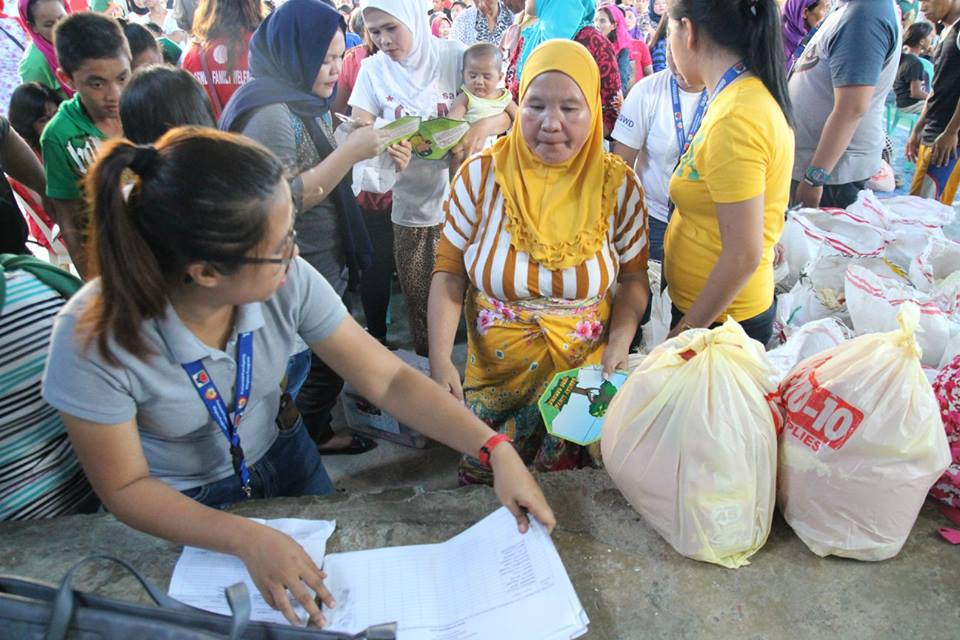 Evacuees from Marawi City reside in Maria Cristina Evacuation Center. As of late June 2017, the conflict has caused over 230,000 Marawi residents to flee their homes. (Source: Angelo Dologmandin / Philippine Information Agency)