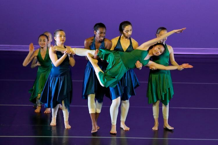 Contemporary Modern Dance Performance
