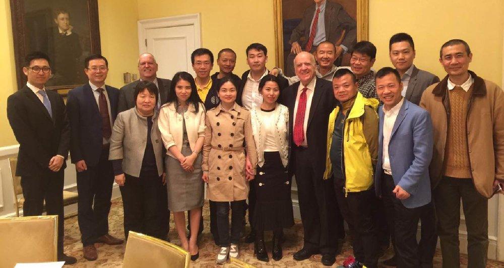 AmeriChina客户与Morgan Stanley高管在纽约大学Harvard Club总统会议室留念