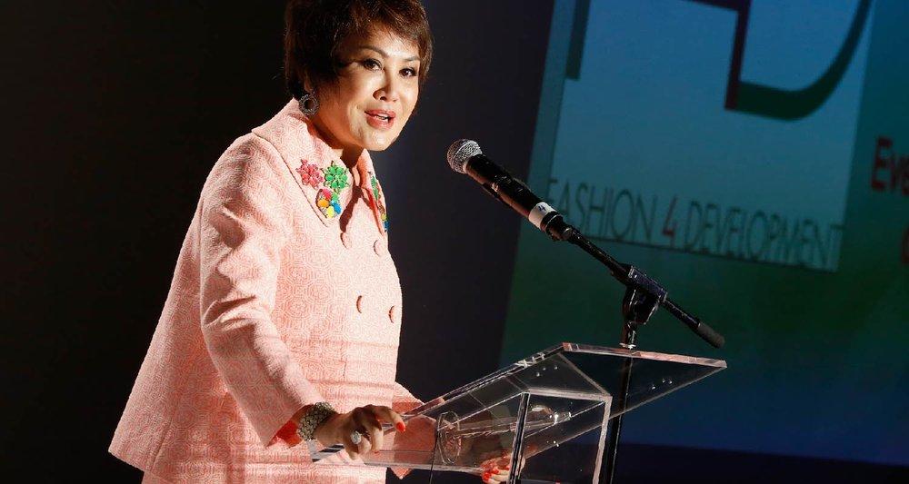 2015全球女性先锋奖获奖人靳羽西女士发表获奖感言