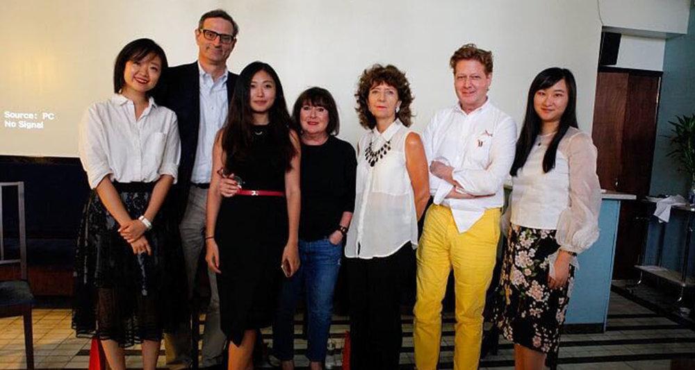 从左至右:Ou Ma, Theodore C. Max, Jenny Zheng, Joi Denenberg, Hazel Clark, Martin Price, Magaret Yang