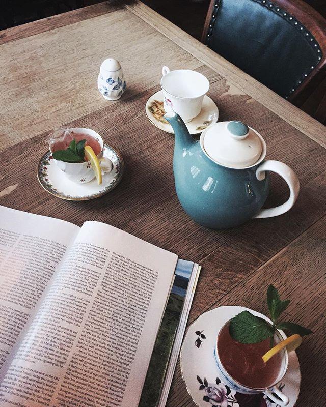 Edinburgh redefining tea parties. 🥂