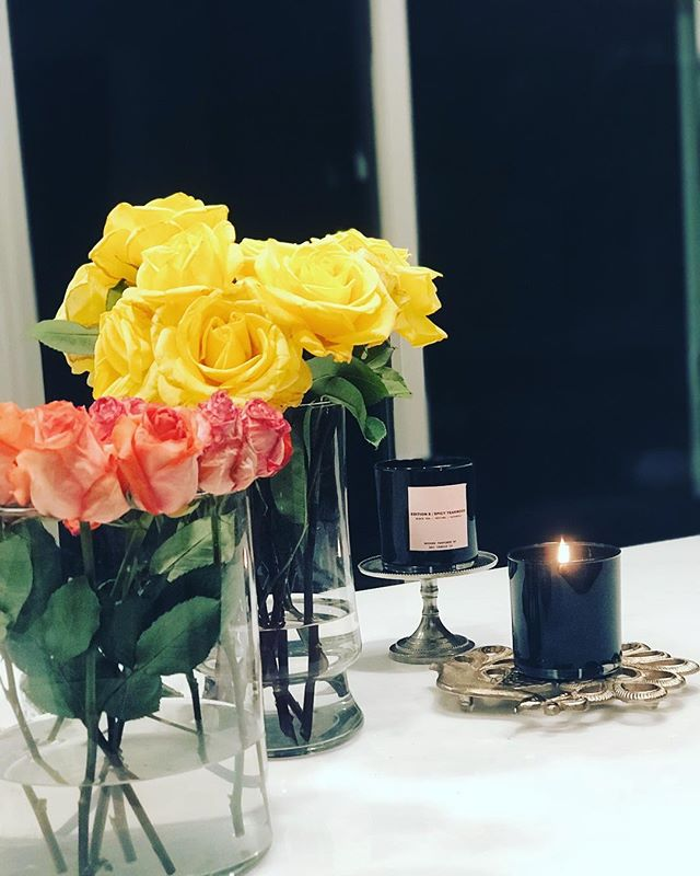 The Spring in evening 🌼🌸🌻🌺 • • • • • • • springflowers #springbreak #coconuttrees🌴 #candlelightdinner #candlelight #beachlife #flowerpower🌸 #flowers #homestyle #home #blooms #scent #eveningstroll #orangeblossom #peony #roses #lovers #lifestyleblogger #beautyblog #fadhionblog