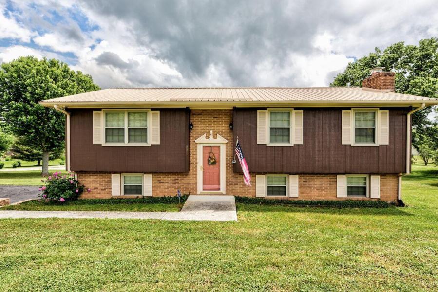 638 Old Middlesboro Hwy. LaFollette, TN 37766