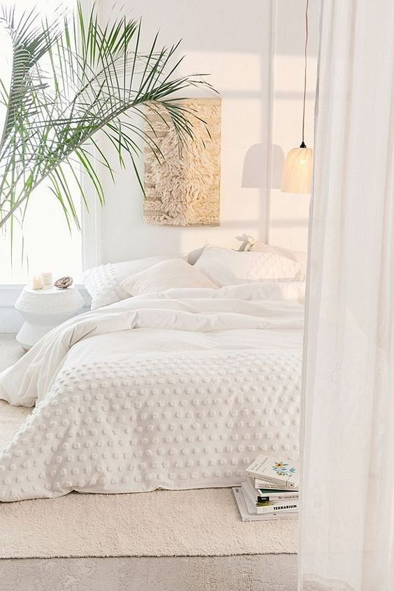 25 Ways to Decorate with White in Your Vacation Home. Vacation Home Interior Design Expert Dina Marie Joy at www.dinamariejoy.co